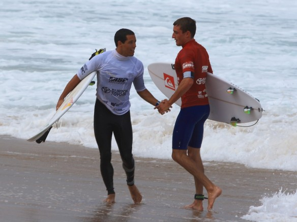Great sportsmanship... WCT Adriano De Souza congratulating underdog Matt Banting on heat win