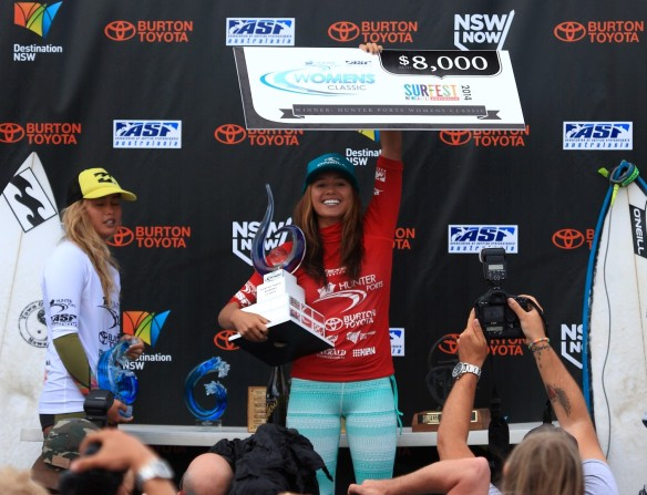 Malia Manuel all smiles...Trophy and Cheque in hand!