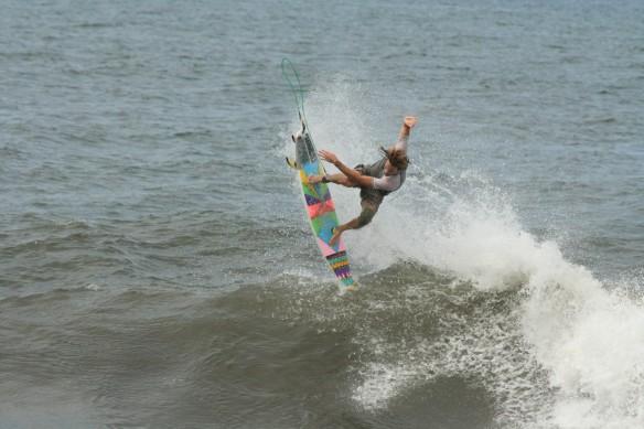 Rohan Watts Surf El Salvador Photo: SaltyLips Nathan Bloemers