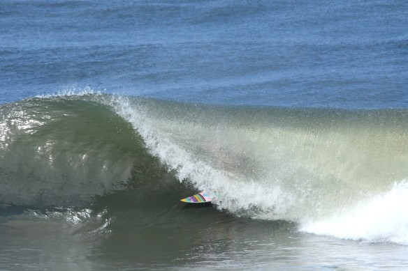 Surf El Salvador Rohan Watts Barrel  Photo: SaltyLips Nathan Bloemers